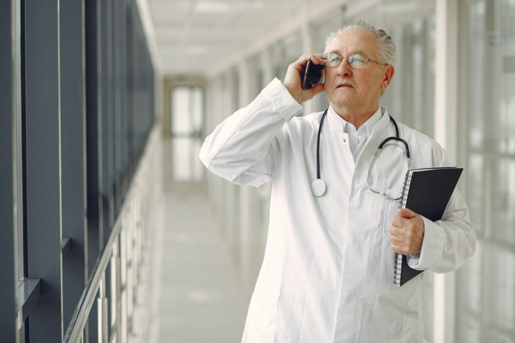 relacion-trabajadores-sanitarios-y-enfermos
